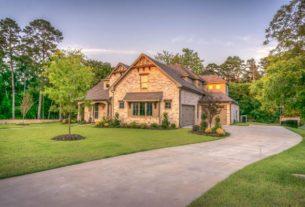 Budujemy dom – garaż w bryle budynku czy wolnostojący?