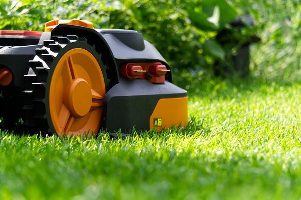 Akumulator do kosiarki i traktorka – jaki wybrać?
