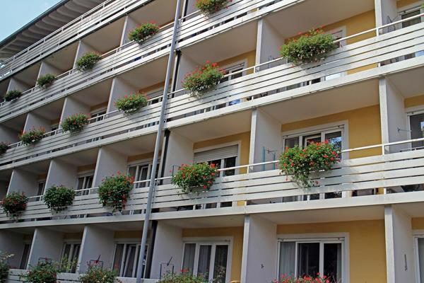 Markizy i pergole na tarasach i balkonach.